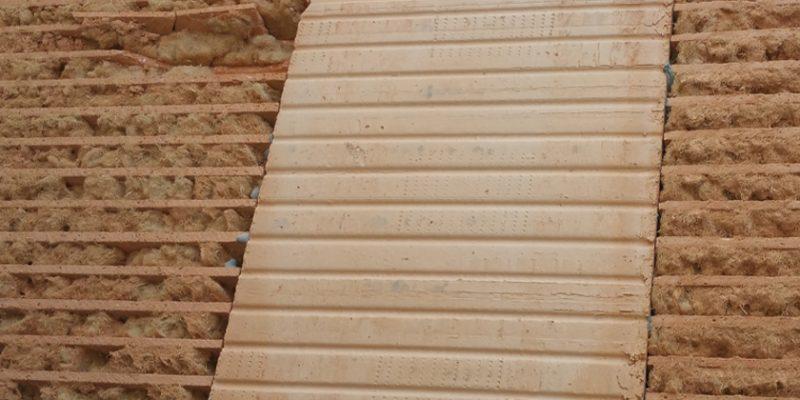 Mit Holzfaser gefüllter Außenwandziegel